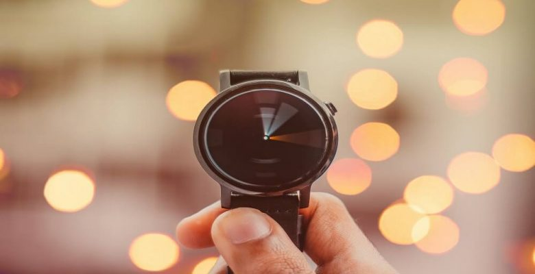 Round silvered coloured smartwatch